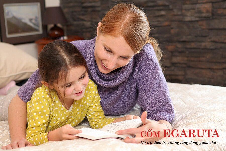 Cha mẹ nên nhẹ nhàng hướng dẫn trẻ bị tăng động